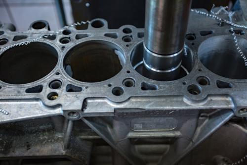 Wytaczanie bloku silnika